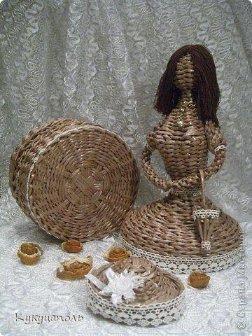 кукла-шкатулка плетеная из бумажной лозы