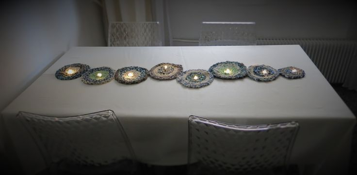 chemin de table lumineux (peut également s'accrocher sur une porte ou un mur à l'horizontale ou verticale) réalisé avec des galettes de tissus tressés guirlande lumineuse à piles (rechargeables de préférence) Total 15 Votes 15 Donnez-nous un avis détaillé Captcha: + = Verify Hu…