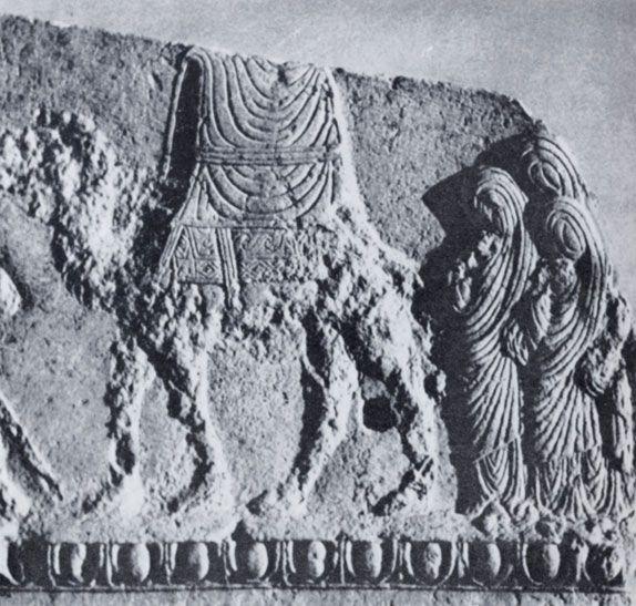Il tempio di Bel. Palmira, Siria. I secolo. Il bassorilievo con il corteo con il cammello e le  piangenti.