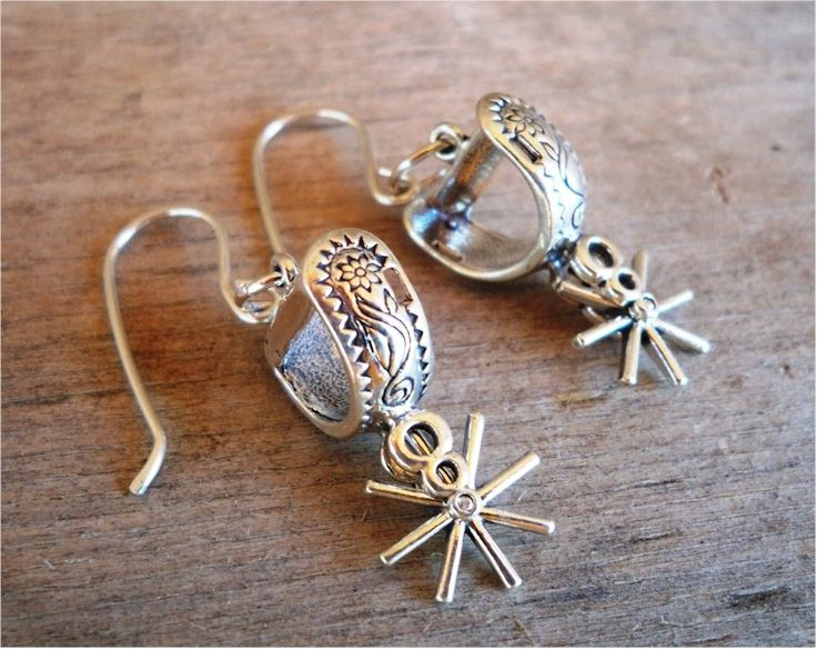 Get yourself some cowgirl earrings with spurs that jingle, jangle, jingle as you go along!  These tiny silver spur pendants with engraved western designs are a cute accent to any outfit!  ....FREE SHIPPIN'