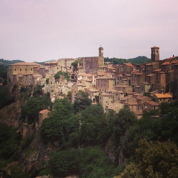 Luoghi da sogno Sorano ed il trekking delle vie cave in Toscana