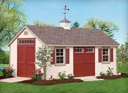 """""""Het is een klein huis, met rode luiken, in Cape Cod-stijl."""" (p. 136)"""
