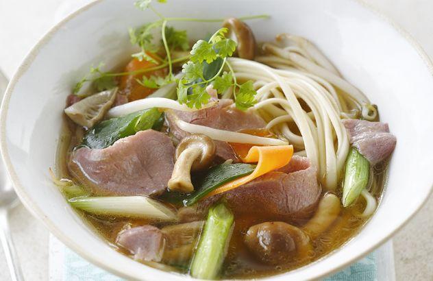 Groentesoep met oosterse toets en reepjes rundvlees