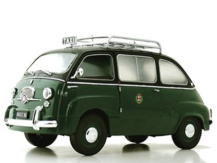 Fiat 600 Multipla in dark green.