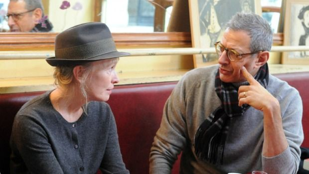 A gray cashmere cardigan and fedora! So simple........so classy! (Yes that is Jeff Goldblum on the right!)