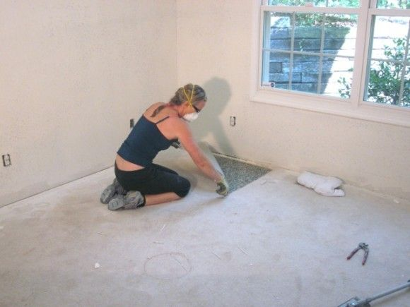 How to Remove Carpet – without breaking your back || nice job @Sawdust_Girl ... Wait! Is that Plumber's Crack?