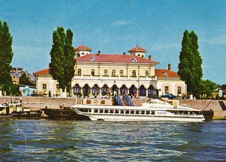 Acum o suta de ani, cand drumul de apa al Dunarii era cea mai sigura si rapida cale, de la Harsova pana la Turnu Severin si chiar mai departe, la Moldova Noua, Braila avea nevoie de o gara fluviala...