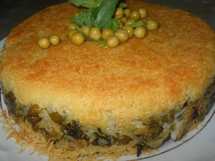 Kadayıflı Bezelyeli Pilav özel günlerde yapabileceğiniz çok lezzetli ve değişik bir pilavdır. Bezelye yerine kestane de kullanabilir, etli veya tavuklu da yapabilirsiniz.