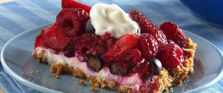 Looking for a crunchy fruit dessert? Then check out these delicious tarts made with Nature Valley® granola bars, spread with cream cheese and topped with berries.