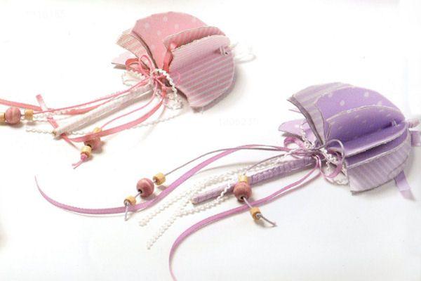 www.mpomponieres.gr Χειροποίητη ομπρέλα για μπομπονιέρα βάπτισης όπου από το κάτω μέρος κρέμονται κορδόνια που έχουν επάνω τους δεμένες χρωματιστές χάντρες. Υπάρχει η δυνατότητα αλλαγής των χρωμάτων. Κάθε μπομπονιέρα κατασκευάζεται με ελεγμένα υλικά υψηλής ποιότητας, υπό την επίβλεψη και προσωπική μας φροντίδα. http://www.mpomponieres.gr/mpomponieres-vaptisis/mpomponiera-vaptisis-xiropoiiti-omprela.html  #mpomponieres #bombonieres #vaptisi #baptisis