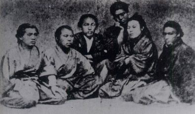A photo of the members of the Kameyama Shachu/Kaientai in Nagasaki. Sakamoto Ryoma is the third from left.