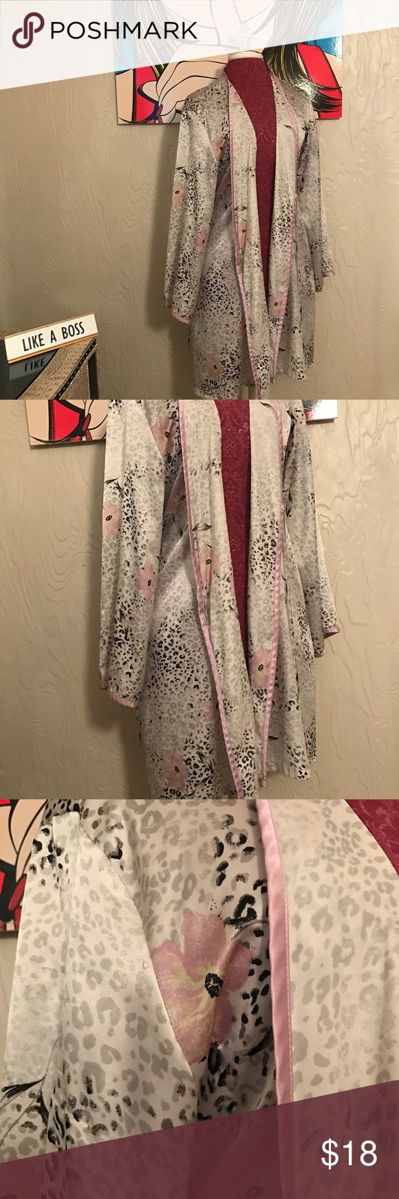 """Jones New York Elegant women's house/bath robe can also be used as fashionable kimono  Gorgeous floral print fabric, 100% Polyester, 39"""" long  Missing tie strings as seen in picture, other than that excellent pre-loved condition  ALL questions welcome! 💋 Jones New York Intimates & Sleepwear Robes"""