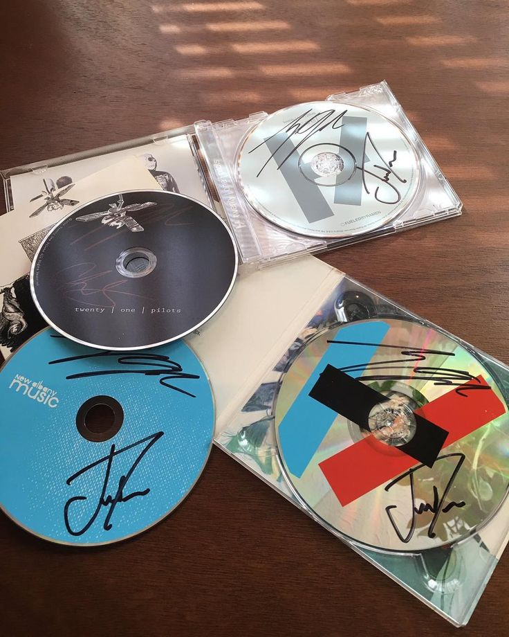 I WOULD SELL MY SOUL TO HAVE ALL OF THESE OMFG  twenty one pilots // discography