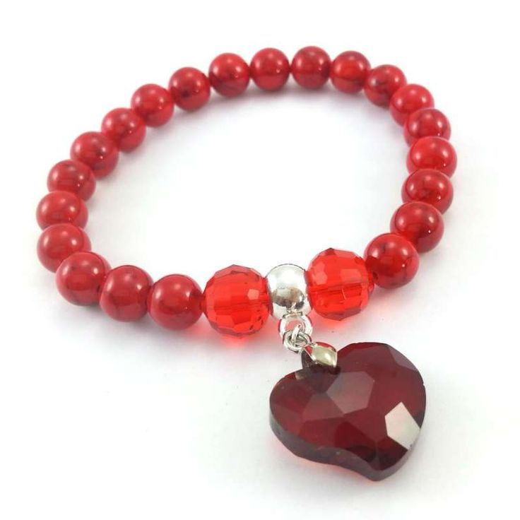 Bransoletka z kamieni czerwonych marmurów, kryształów szlifowanych i pięknego dużego, kryształowego serca.