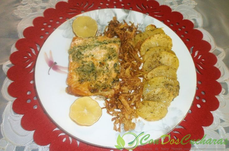 ConDosCucharas.com Salmón al horno con patatas a la provenzal - ConDosCucharas.com