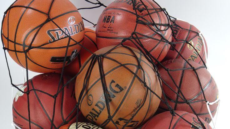 Balones con cubierta de cuero y cuero composite en red de baloncesto. www.basketspirit.com