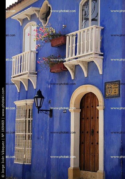 Balcón típico. Casa colonial español. Cartagena de Indias, Colombia