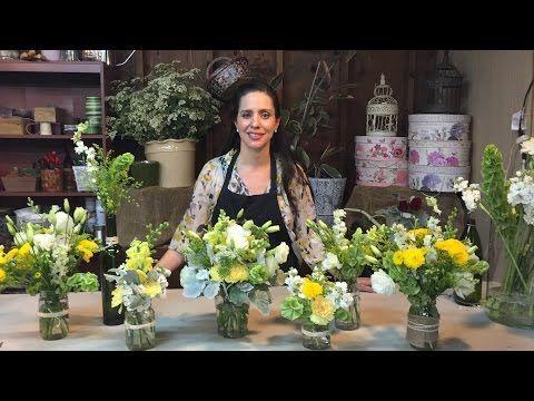 como hacer centros de mesa en frascos con flores naturales