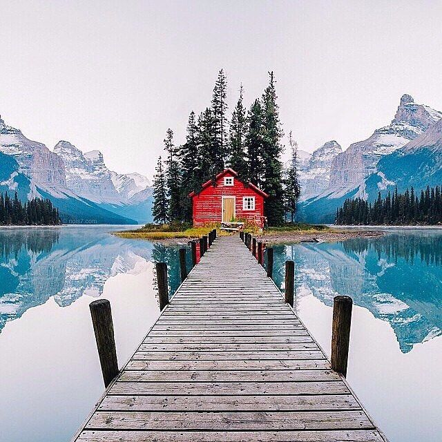 Maligne Lake, Jasper National Park, Alberta, Canada | PC: @chrisburkard