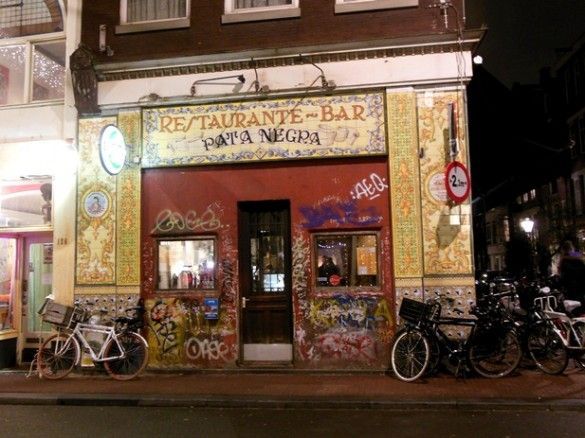 Tapas in Amsterdam: Pata Negra is one of the best tapas restaurants. Via iannsterdam.com - Amsterdam lifestyle blog iannsterdam >> Your Little Black Book about hotspots, travel and things to love…