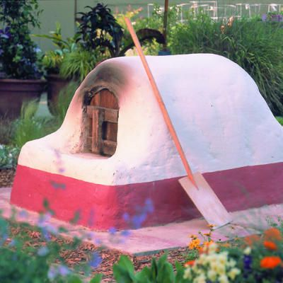 DIY Classic Backyard Adobe Garden by sunset.com: Two days of grubby work with the huge reward of rustic pizzas, roasts, vegetables and crusty loaves of bread from your own backyard! #DIY #Backyard_Projects #Adobe_Oven #sunset_com