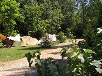 Camping Moulin de Liort: kleinschalige familiecamping aan riviertje in bosrijk gebied. Er zijn pony's, kinderactiviteiten, vers brood en vee...