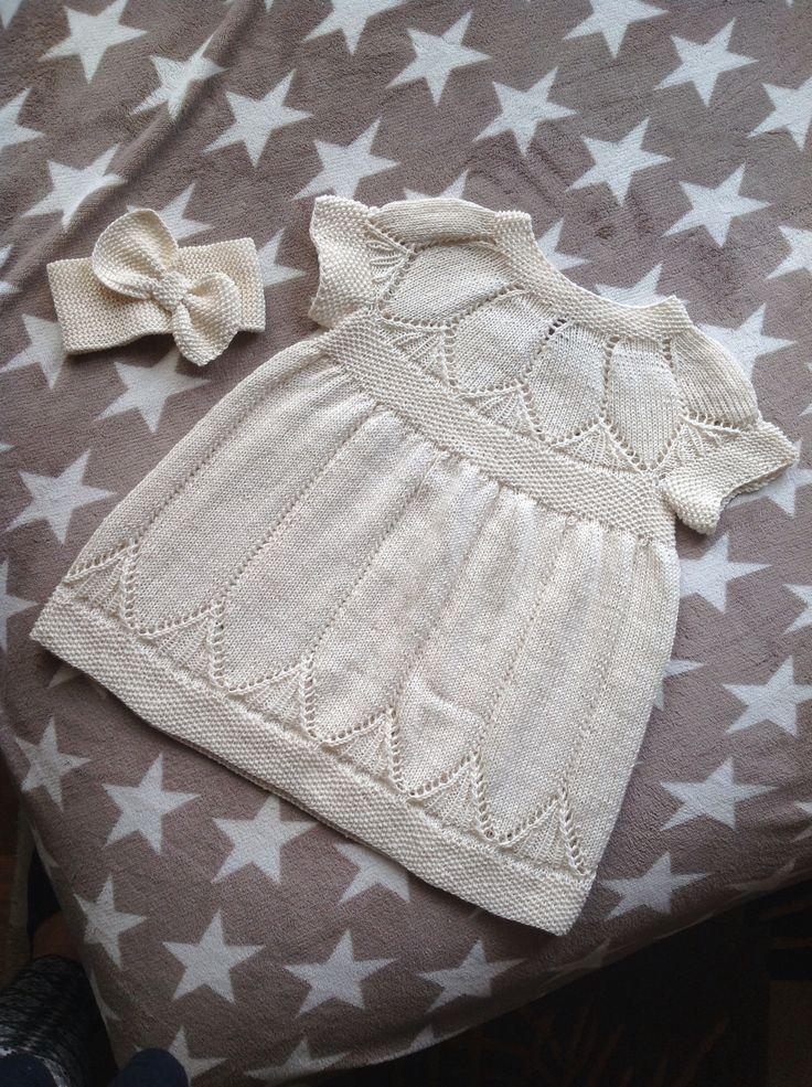 Søt kjole med pannebånd