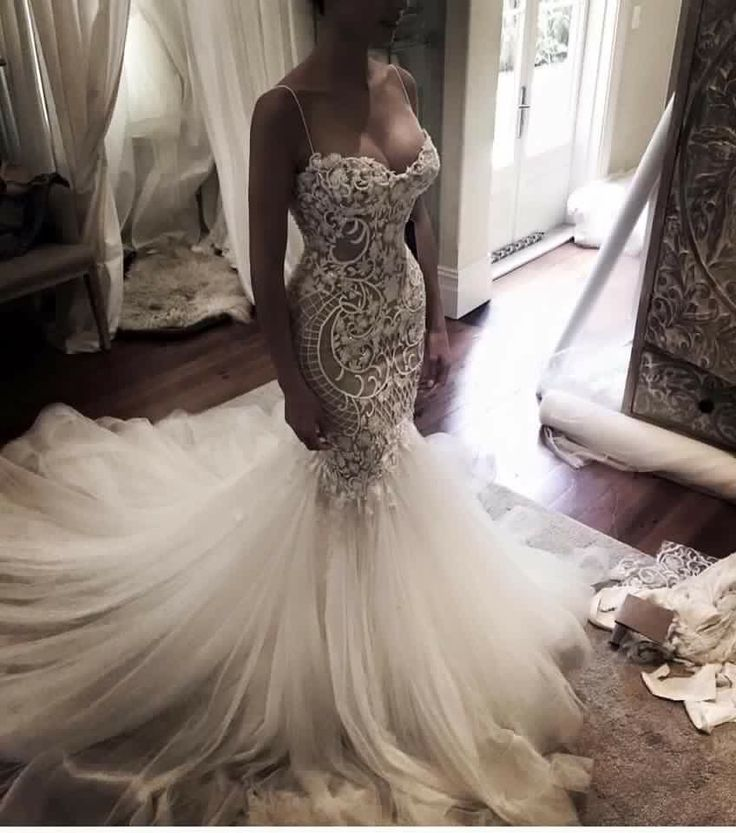 Beautiful Y Lace Wedding Dress With Semi Wide Train