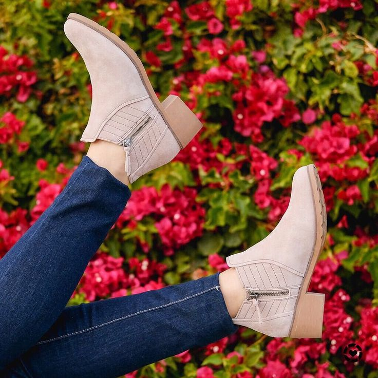 A closer look on these cuties! Thank you @reef_girls for the #booties  To get the product details for this shoes and other looks follow me in the LIKEtoKNOW.it app http://liketk.it/2tEW6  #liketkit @liketoknow.it #LTKshoecrush #ad ____________________________________________________ #Detalhes da botinha que ganhou meu coração! Obrigada @reef