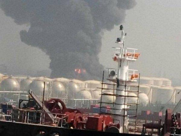 Çin'de kimyasal tesiste büyük patlama! Alev alev yanıyor: Çin'de kimyasal tesiste büyük patlama! Alev alev yanıyor Çin'in Jingjiang…
