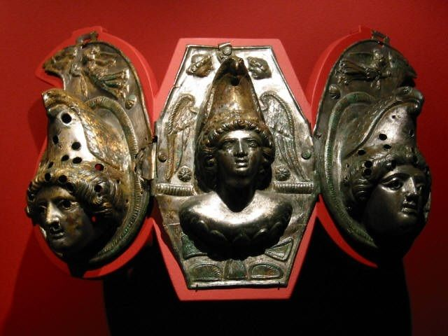 The-locusts-looked-like-horses-prepared-for-battle.-On-their-heads-they-wore-something-like-crowns-of-gold-and-their-faces-resembled-human-faces..jpg (640×480)