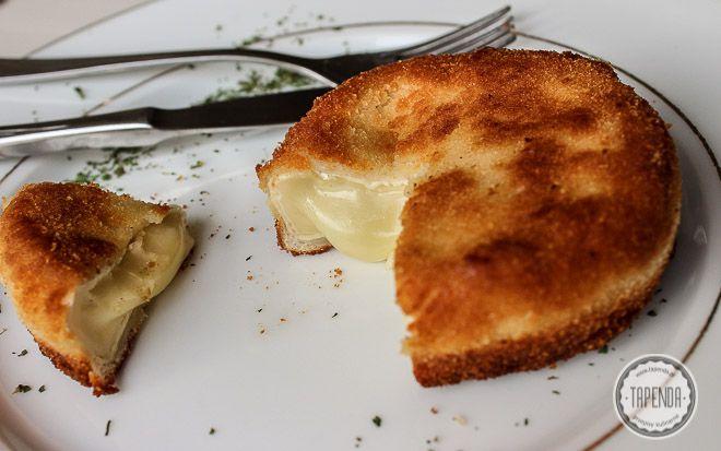 Camembert panierowany i smażony - przepis - Tapenda.pl