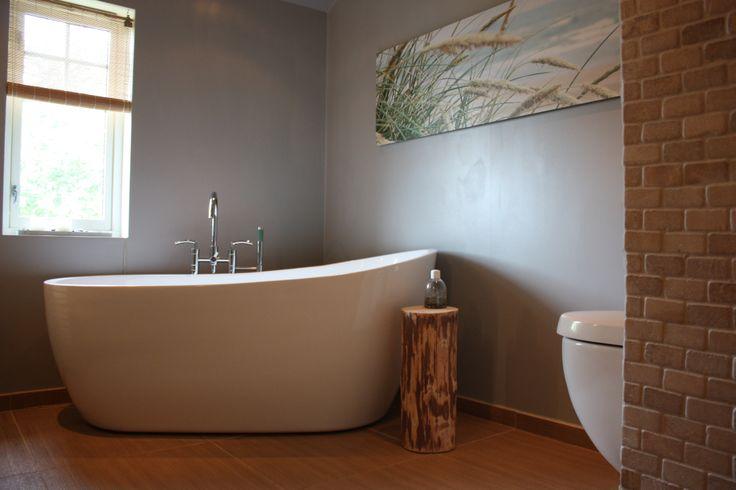 Bathroom, inspired by nature. Bath tub. Eco bathroom. Baderom. DIY stump side table.