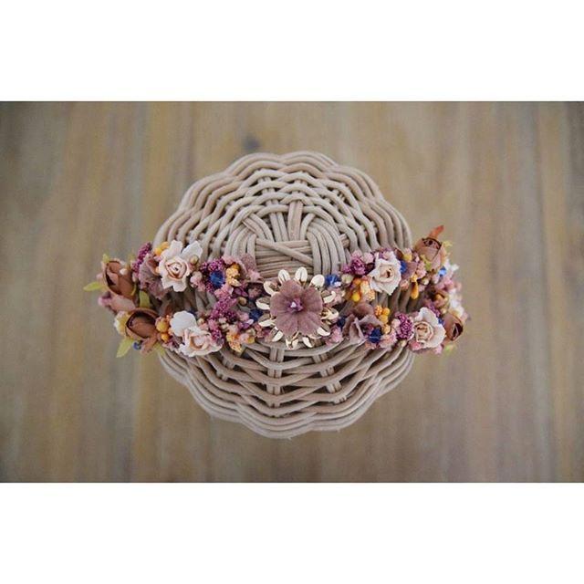Con coronas así, poco te hace falta para ir maravillosa, detalle de la que lució Alicia ☄, recuerda que puedes personalizar la tuya, te espero en ➡ info@toscanatocados.com   #BeToscana💚