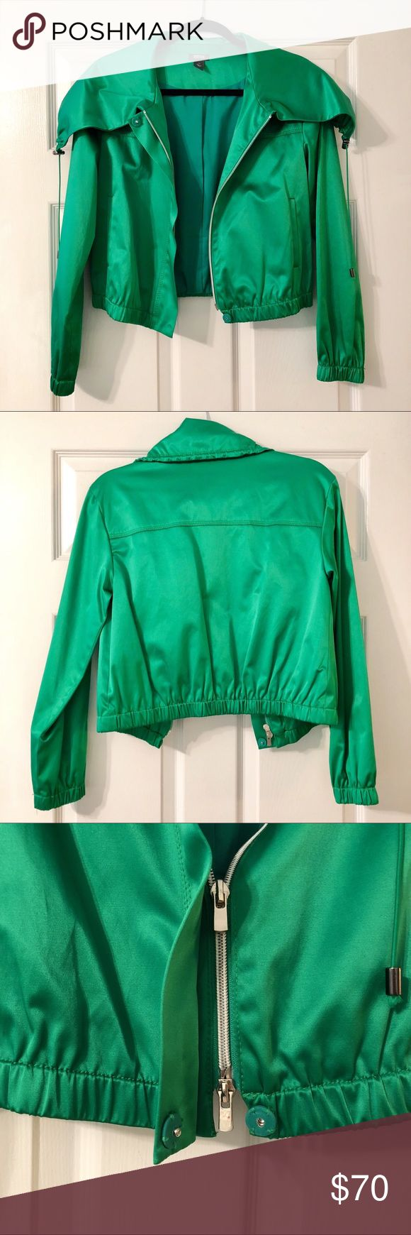 Kenneth Cole Reaction Cropped Green Jacket Kenneth Cole Reaction Cropped Green Jacket. Size XS. Shell: 53% Cotton/44% Polyester/3% Spandex. Lining: 100% Polyester. Condition: Excellent. Large collar is flexible and can be moved/styled. Kenneth Cole Reaction Jackets & Coats