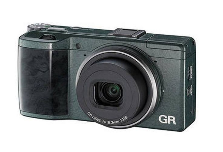 This model is equipped with the wide-angle 28mm equivalent in the 35mm format GR LENS 18.3mm F2.8, which achieves both a compact size and high performance. With stylish green leather, silver ring, black grip with a glossy, wood-grain finish, made this GR camera look so exclusive. http://www.zocko.com/z/JGrQI