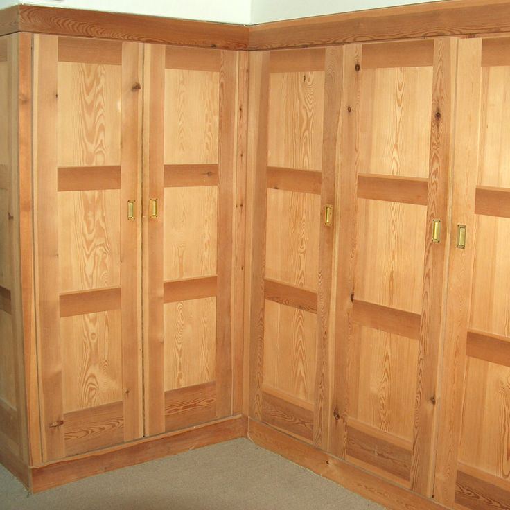 Good  Kleiderschrank in Kiefer massiv