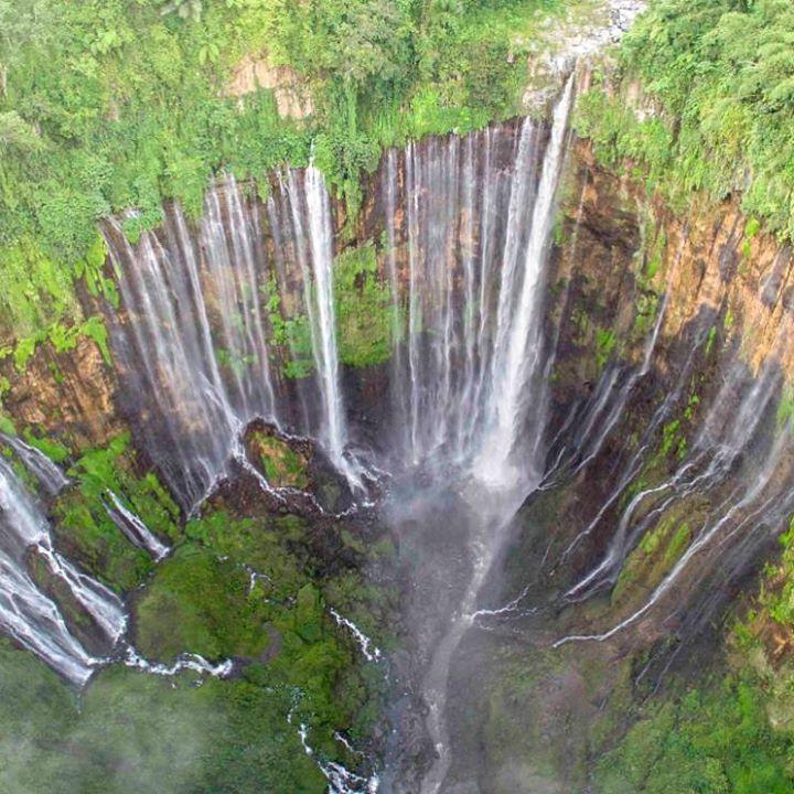 Pesona Destinasi Lumajang Memang Membuat Para Travel Blogger Berkesan Air Terjun Tumpak Sewu Di Desa Sidomulyo Kecamatan Pronojiwo Air Terjun Pemandangan Air