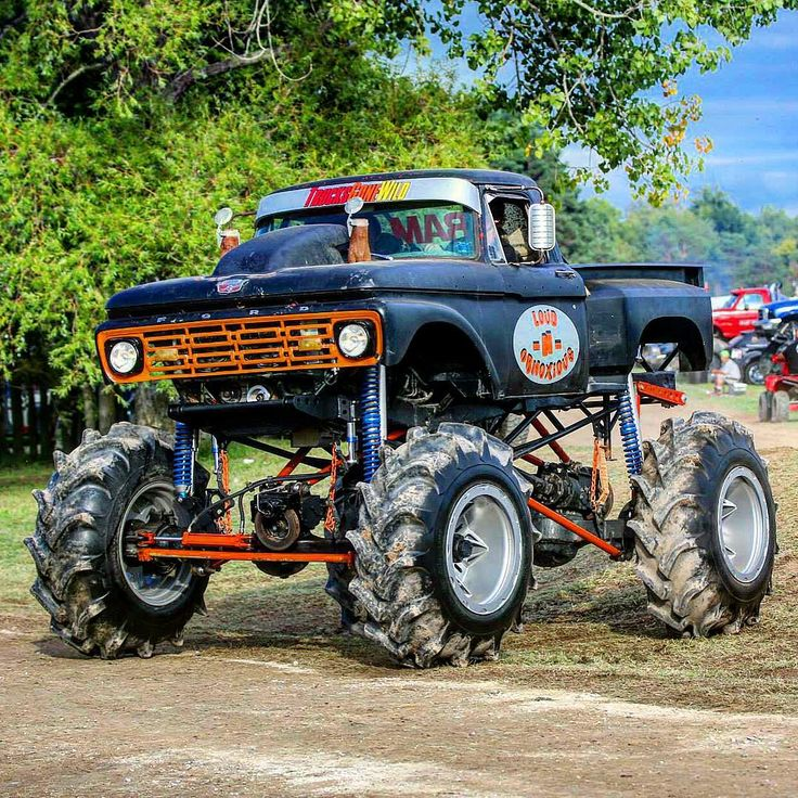 """Ok back to the #MegaTruck pics! What year make and model? Tag the owner!! @hip_ya #sourceoffroad #mudlife  Source Off-Road Magazine is on stands now or…"""