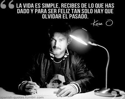 La vida es simple, recibes de lo que has dado y para ser feliz tan solo hay que olvidar el pasado. Kase O