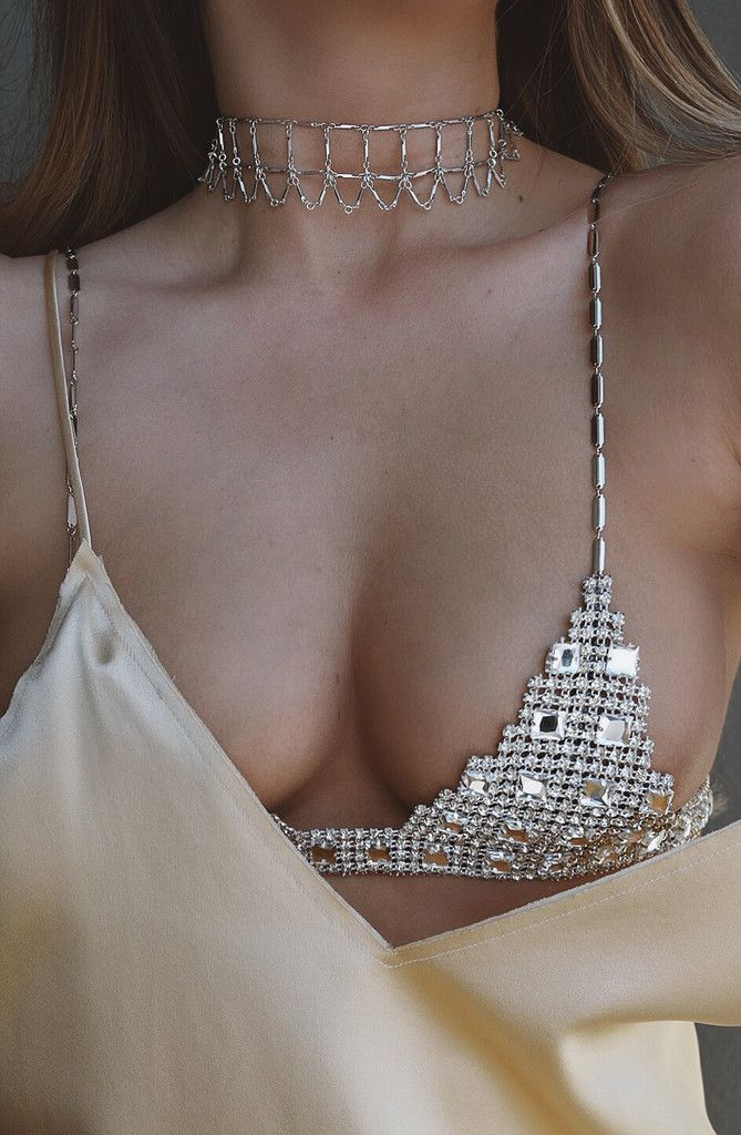 Let your boobies shine in this amazing hand-cut bra chain!  STYLE | Crystal embellished bra-chain with clasp closures, max comfort and easy to put on yourself S