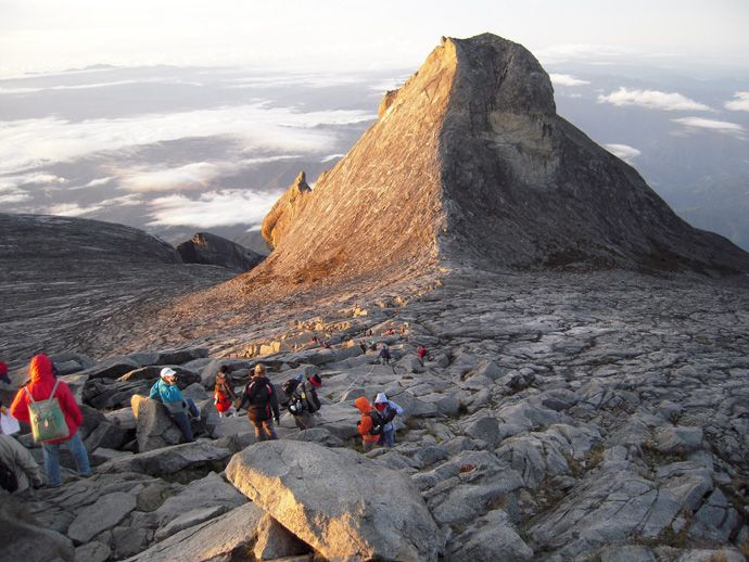 東南アジア最高峰マレーシアの「キナバル山」。トレッキングの参考☆