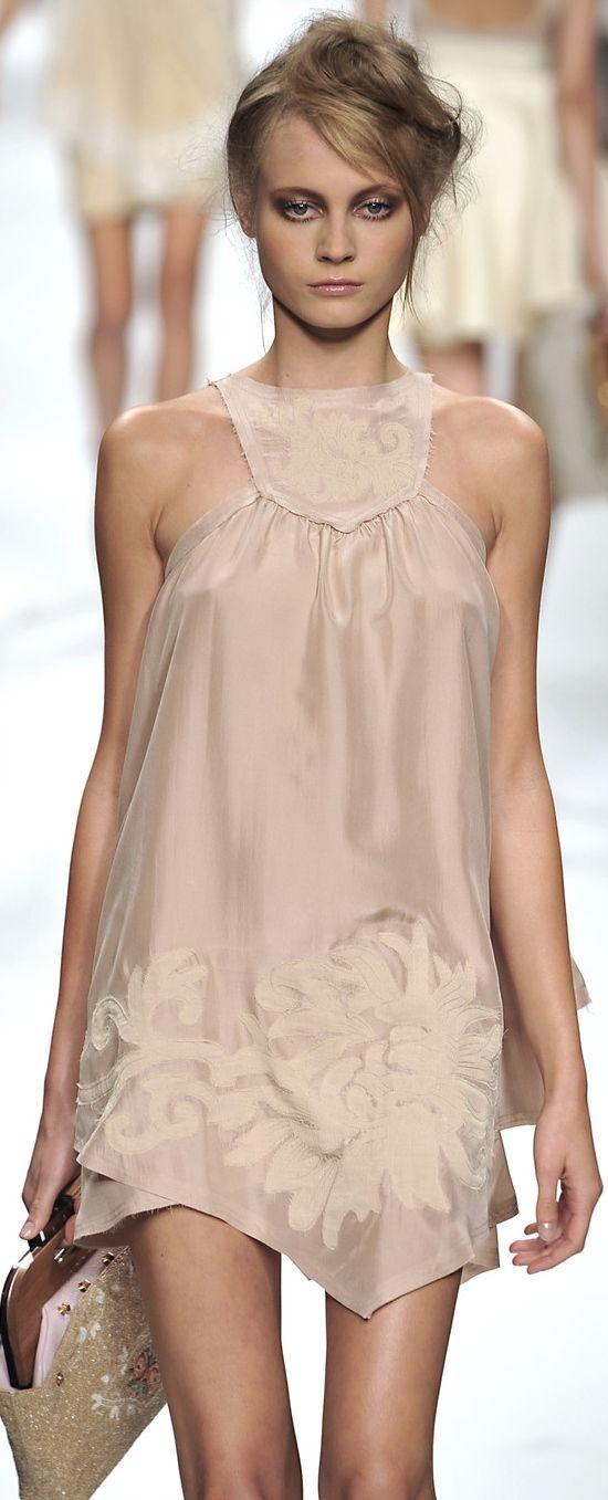 Fendi Spring 2010 Ready-to-Wear Fashion Show