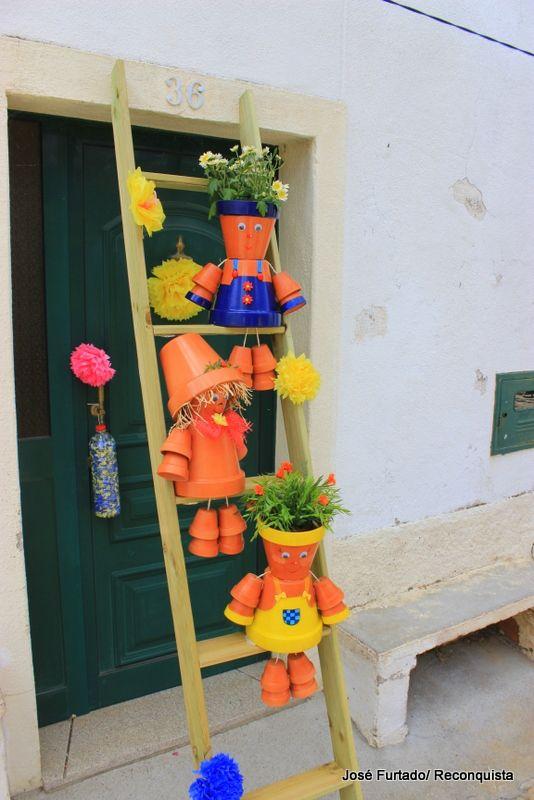 Milhares de flores de papel decoraram as ruas de Aldeia de Santa Margarida entre 22 e 24 de maio. O Festival das Flores aconteceu pela quinta vez e é já a maior festa realizada nesta localidade do concelho de Idanha-a-Nova.