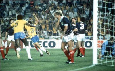 Group stage,Oscar scores second goal for Brazil,Brazil vs Scotland 4-1