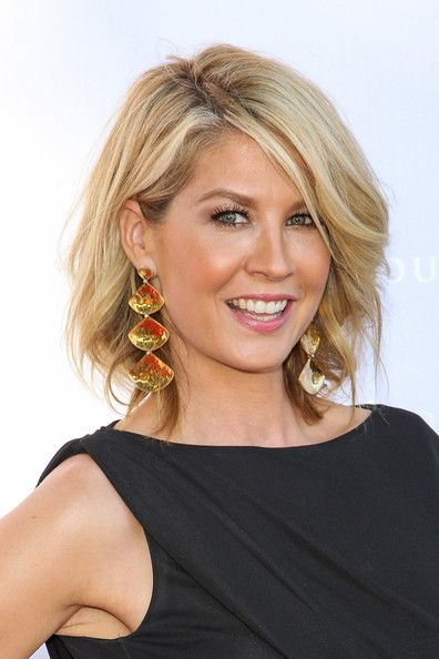 Jenna Elfman - The Very Best Short Hairstyles - Photos