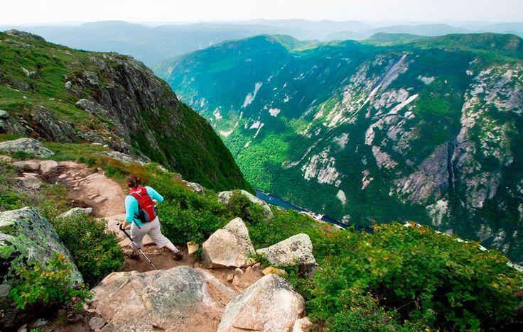 Parcourir le sentier de l'Acropole des Draveurs dans le Parc des Hautes Gorges de la rivière Malbaie - Région touristique de Charlevoix