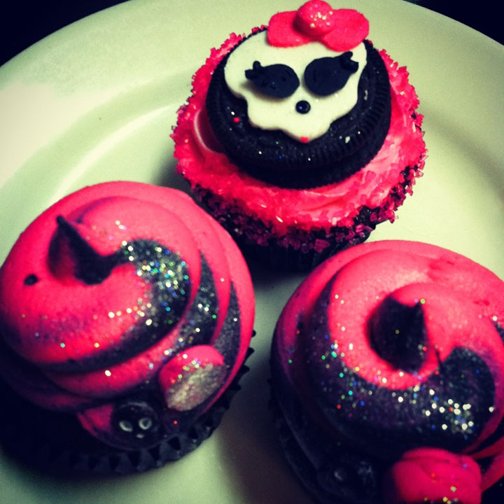 Monster High Cupcakes! Black and Pink Swirls inspired by the Monster High Dolls ♥