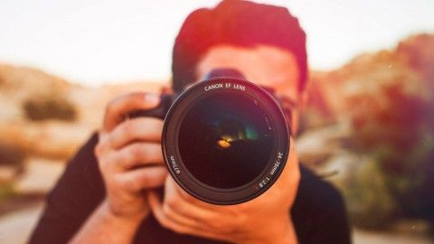 This online photography course will teach you how to take amazing images and sell them, whether you use a smartphone or a DSLR camera.