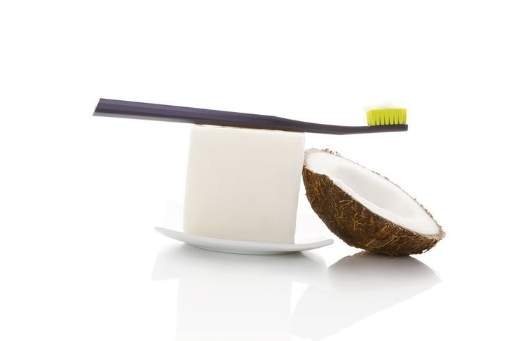 Study: Coconut Oil Pulling Kills Mouth Bacteria